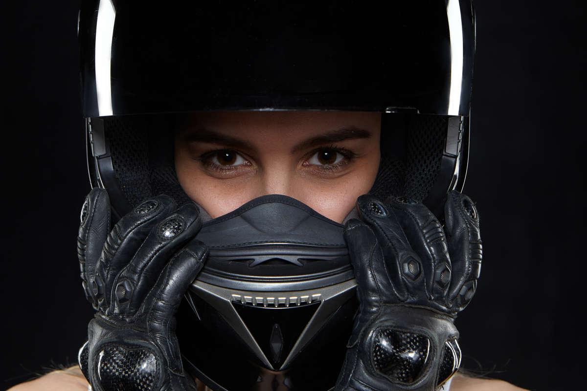 Come scegliere il casco per un viaggio in moto
